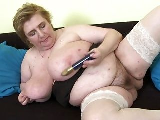 Amateur Mature Moms Bating Their Pussies