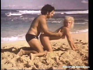Ginger Lynn fucked on a beach by Ron Jeremy (4)
