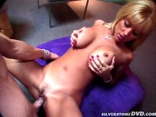 Jill Kelly fucks some dude and lets him cum on her chin