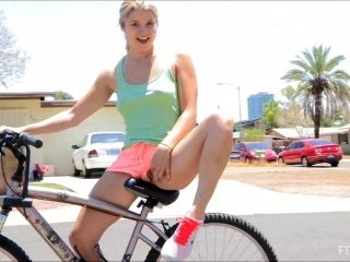 Public Sex With Sassy Blonde Babe Penetrating Her Cunt A Bike's Part (2)