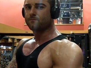 Muscle Bodybuilder Trains Big Sweaty Pecs Hot