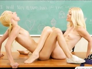 Charlotte Stokely y Lola Hunter clit a clit follando (2)