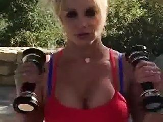 Britney Spears sexy workout (2)