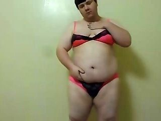 CHUBBY SHEMALE STRIP AND SHOW!