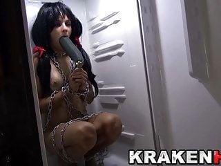 Krakenhot - Agatha Fox in an amateur homemade BDSM scene