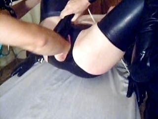 Fistfucked In gomma Lingerie