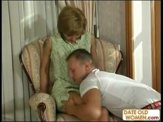 Horny Young Guy Fucks Mature Housewife 01 (2)