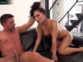 Hot Asa Akira getting her anal fix early in the morning
