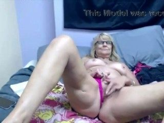 Blonde Granny-Old Pussy Masturbating (2)