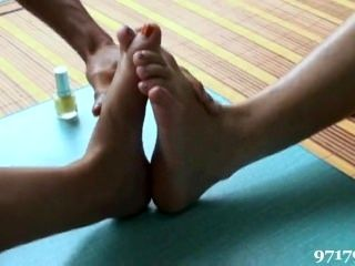 Chinese Girls Toe Wrestling