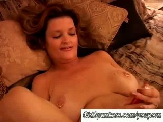 Gorgeous Cougar Has A Squirting Pussy