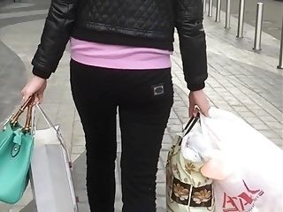 Jiggle Ass After Shopping