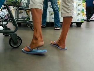 Candid Soles Feet Tanned blonde milf (2)