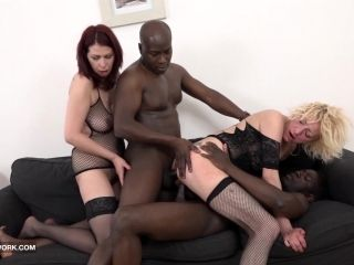 Granny Mature Group Sex Pussy Fuck Interracial Gangbang (3)