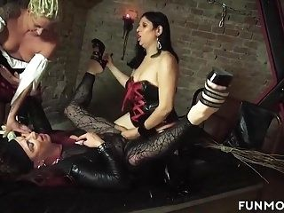 Freakshow Amateur German Basement Orgy