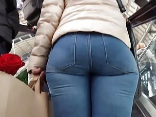 Candid milf round ass in jeans 29