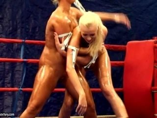 Hot Nude Catfight On The Ring