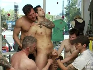 Jake Austin gives deepthroat blowjobs and gets banged