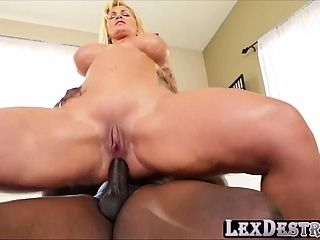 MILF y cockhungry Ryan Conner se destruye por Lexington (2)