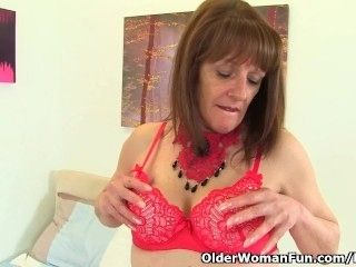 English gilf Pandora hasn't lost her appetite for orgasm (2)