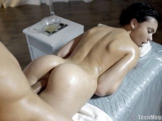 Reality Seen Of Nice Ass Getting Oiled In Massage Room
