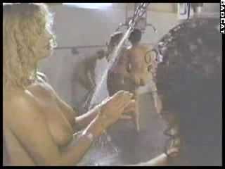 123984 Linda Blair Nude Shower Scene.mp4