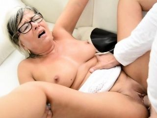 Real milf facialized during cuckold session