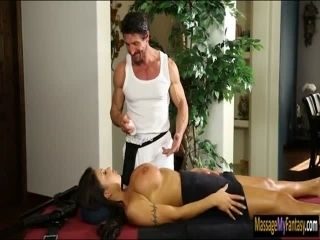 Busty cop August Taylor pussy screwed (3)