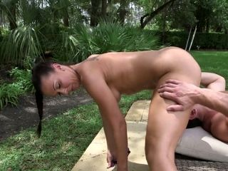 Buxom black haired mommy Rachel Starr gives a head in 69 pose outdoors