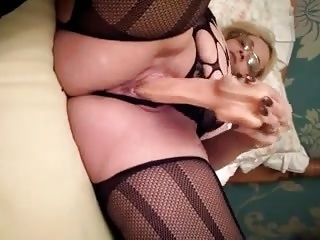 Mature Milf Who Knows How To Please Big Natural Tits