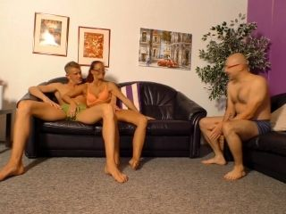 REIFE SWINGER - Mature German chick gets two cumloads in nasty MMF threesome