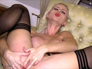 Bonnie Lynna Nilsson plays dildo in the shape of the heart