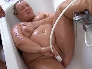 Fat Mature Housewife Gets Banged By Her Stud When Taking Bath
