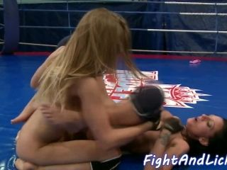 Wrestling Dyke Fingered While Queening Babe (3)