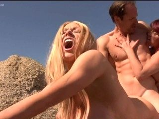 Kylee Nash and Rebecca Love in The Hills Have Thighs