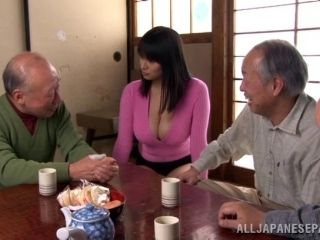 A group of old guys use vibrators on Hana Haruna's wet pussy (2)