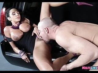 Rich Cougar gets it on with Her driver