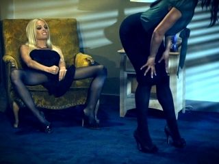 Glamour babes Alyssa Reece and Jesse Jane have lesbian fun (2)