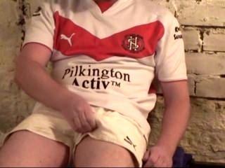 Straight Rugby Player Hottie Jerks Off and Gets Sucked