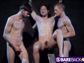 Gay Stud Gets Filled By Two Schlongs In Threeway (3)