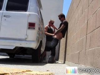 Outdoor blowjob from Parker London