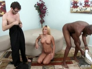 Blazing Cougar Moans While Being Feasted In An Interracial Sex