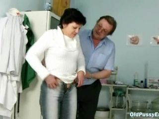 Mature woman Eva visits gyno doctor to get gyno examined (2)