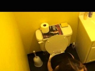 Girl Farting And Pooping On Toilet
