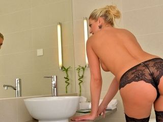 Samantha Snow in Time In The Tub - Anilos