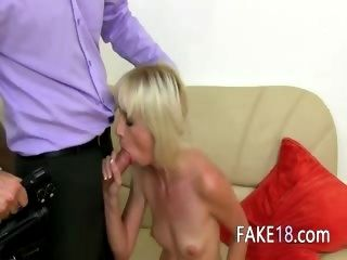 Blondie flacas follando en Casting falso