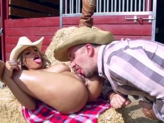 Cow Girl Perfect Anal In Outdoor Along Her Man