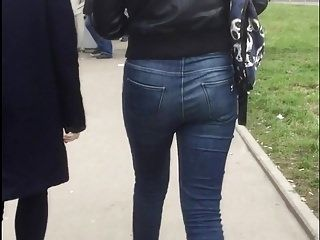 Nice Brunette's Ass In Jeans