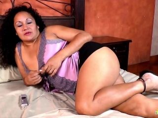 Latinchili mature chubby lucia solo masturbation