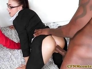 Interracial CFNM babe analized in foursome
